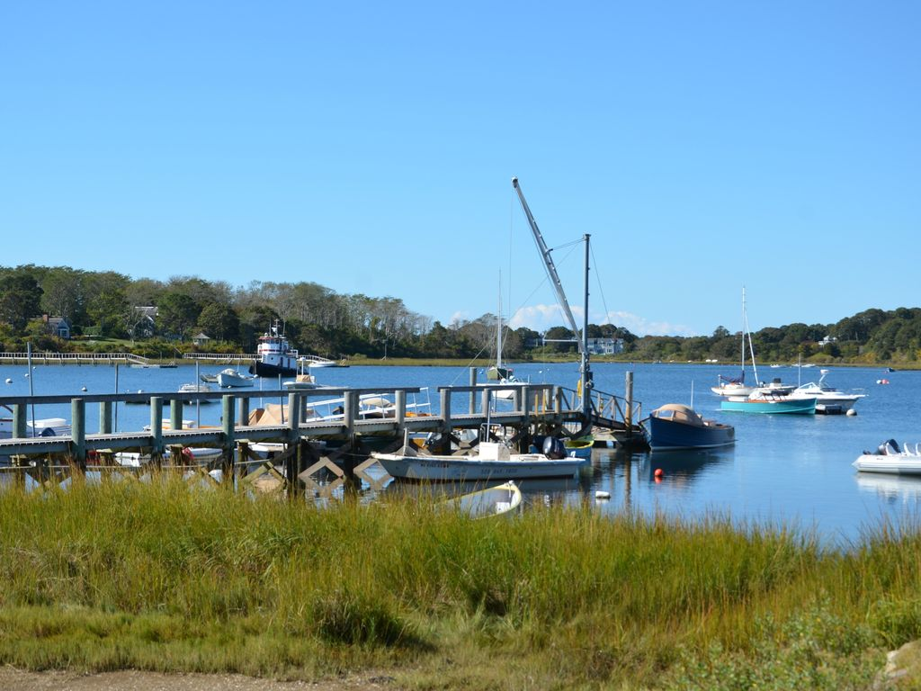 Private guest launch for your kayaks &  paddleboards to Mill Pond & Stage Harbor
