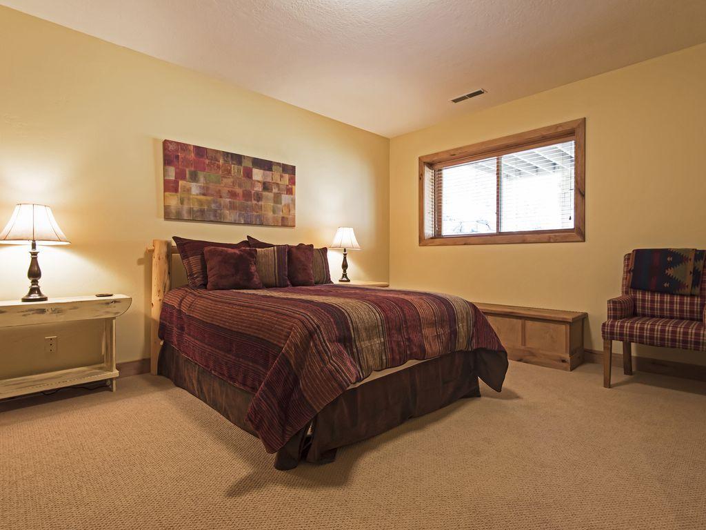 Bedroom 4.  Queen size bed