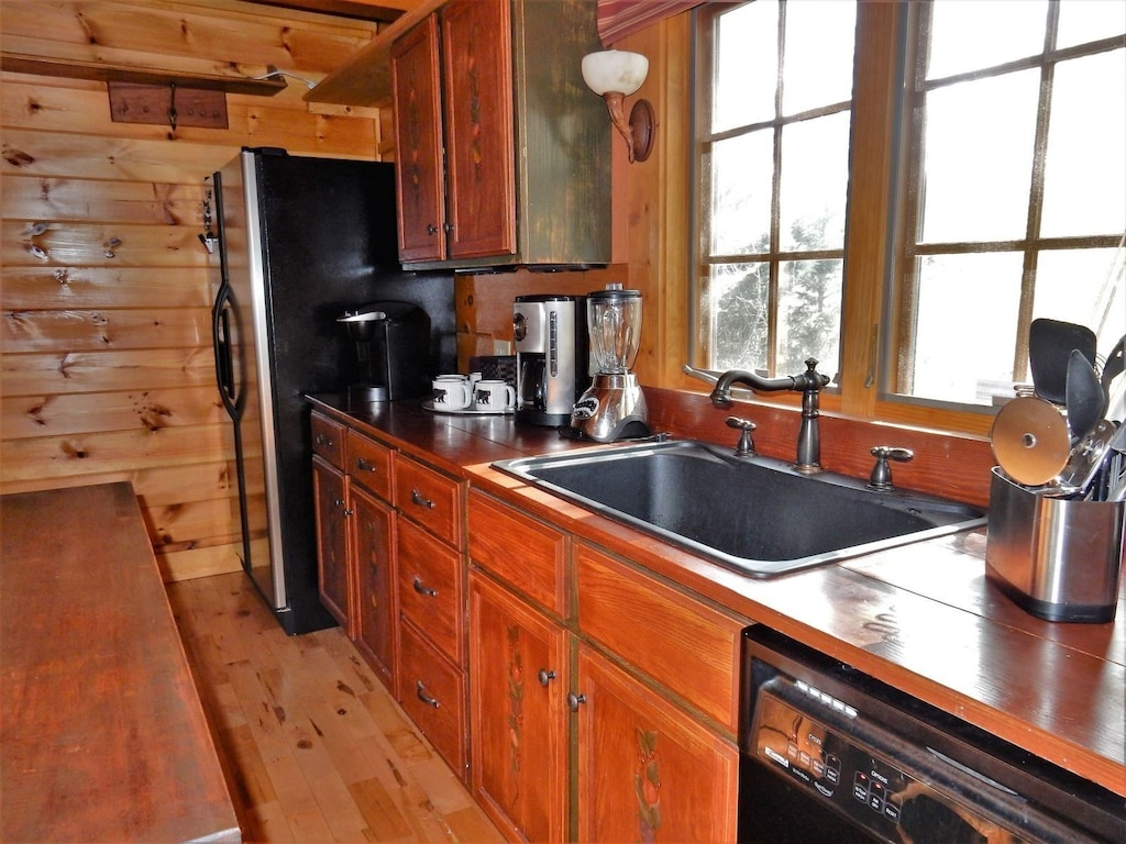 Cool kitchen sink and island