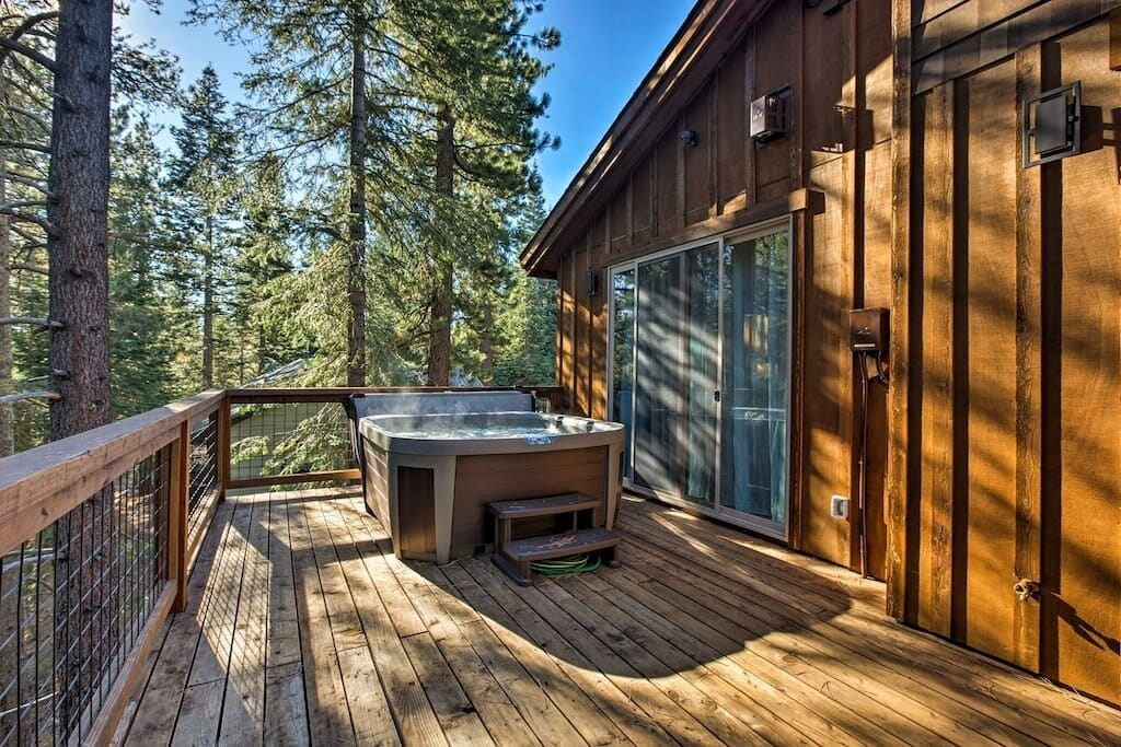 Deck Area with Hot Tub, Table and Chairs, plus BBQ