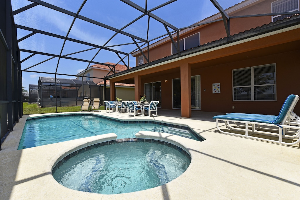 South facing pool/Spa with covered lanai