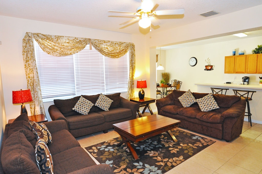 large family room with 2 sofas ( 1 sleeper)