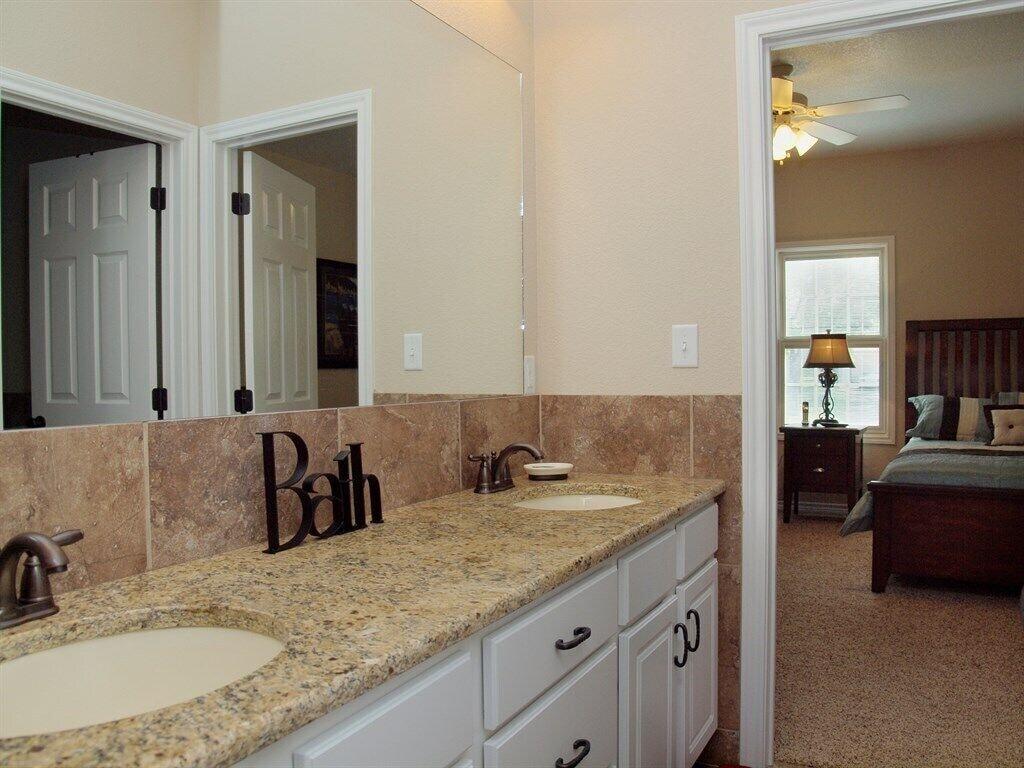HH #A - Upstairs Jack/Jill Bathroom