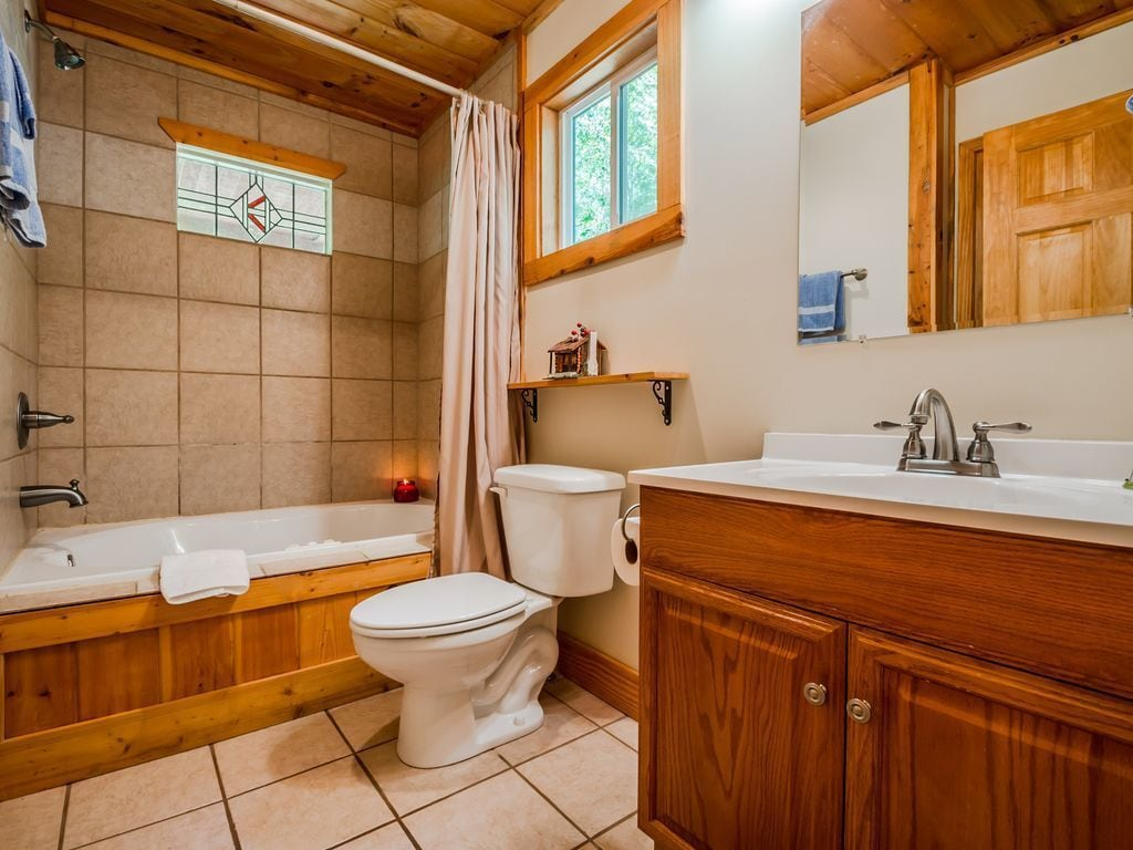 Master Bath with Jetted Tub