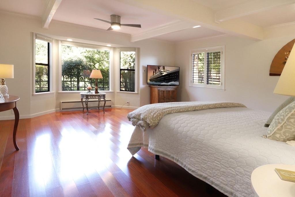 Master king bedroom suite.
