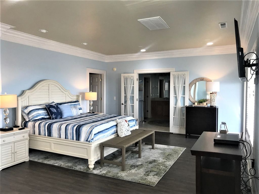 2nd Floor Master Suite, Large Private Bath, Seating area, elect. Fireplace, Deck