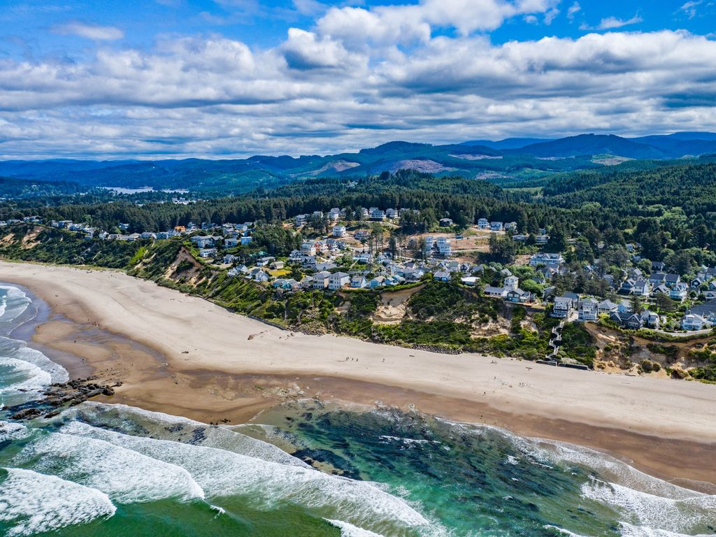 Enjoy the best of the Oregon Coast, where you can feel the beach vibe!
