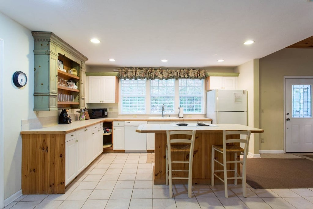 There is ample storage and a breakfast bar with seating for 2.