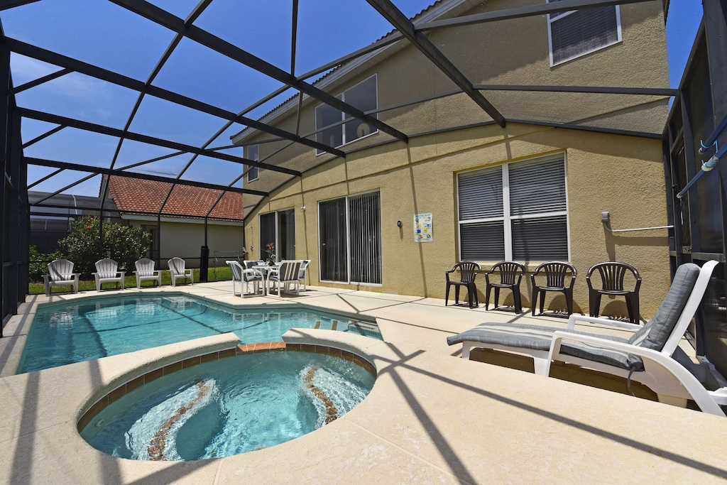 Enjoy the sun and the private pool/Spa
