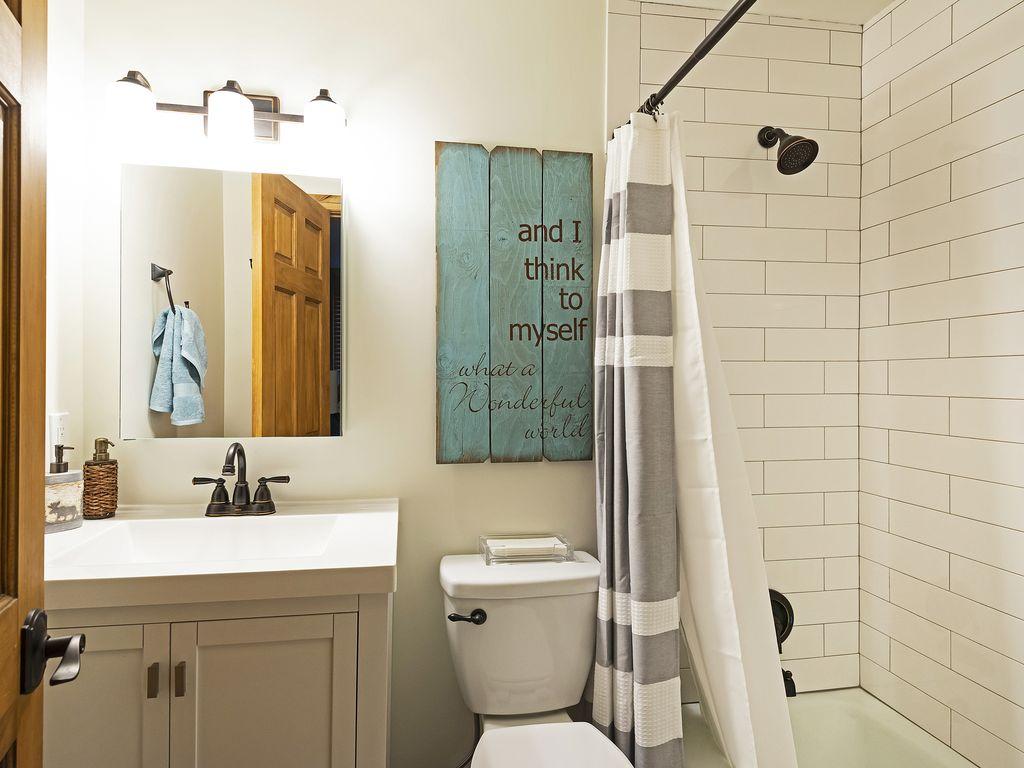 ensuite bath for master bedroom