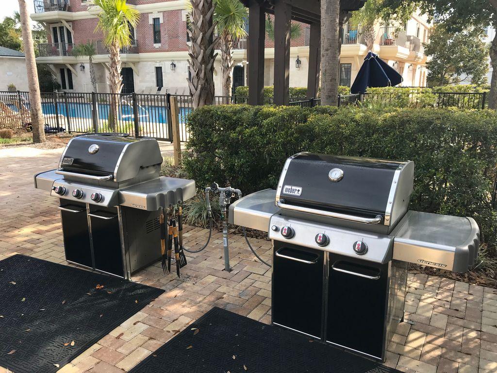 Pool gas grills - Communal