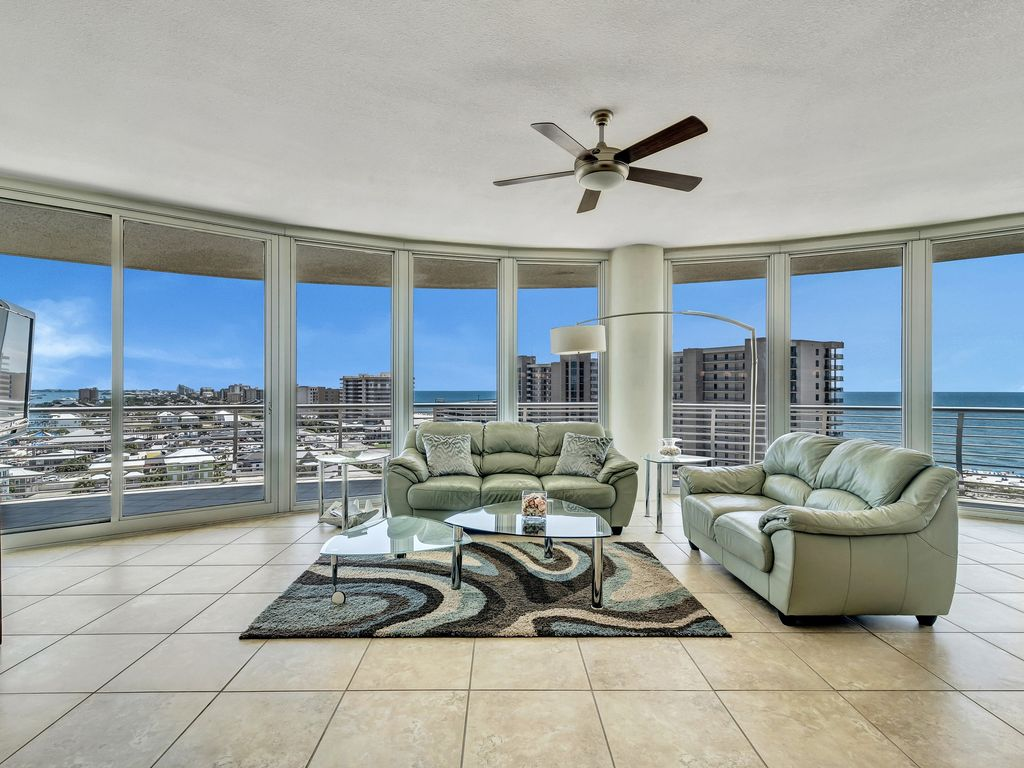 Large Living Room With Panoramic Views