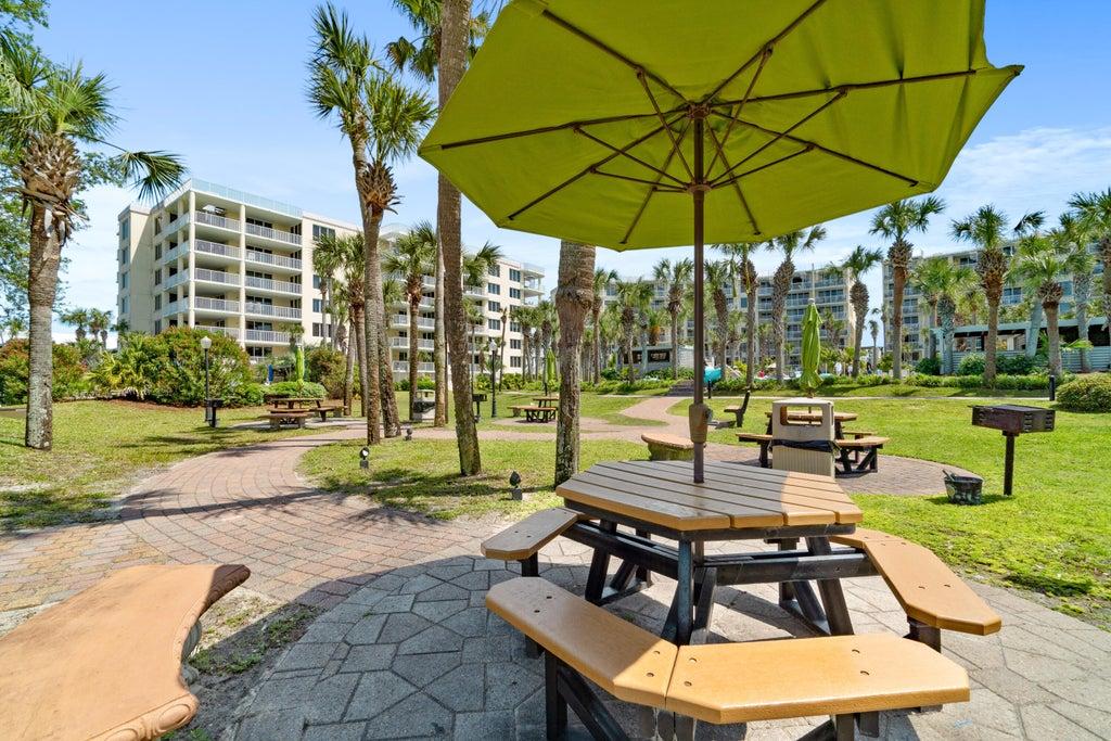 Resort picnic tables