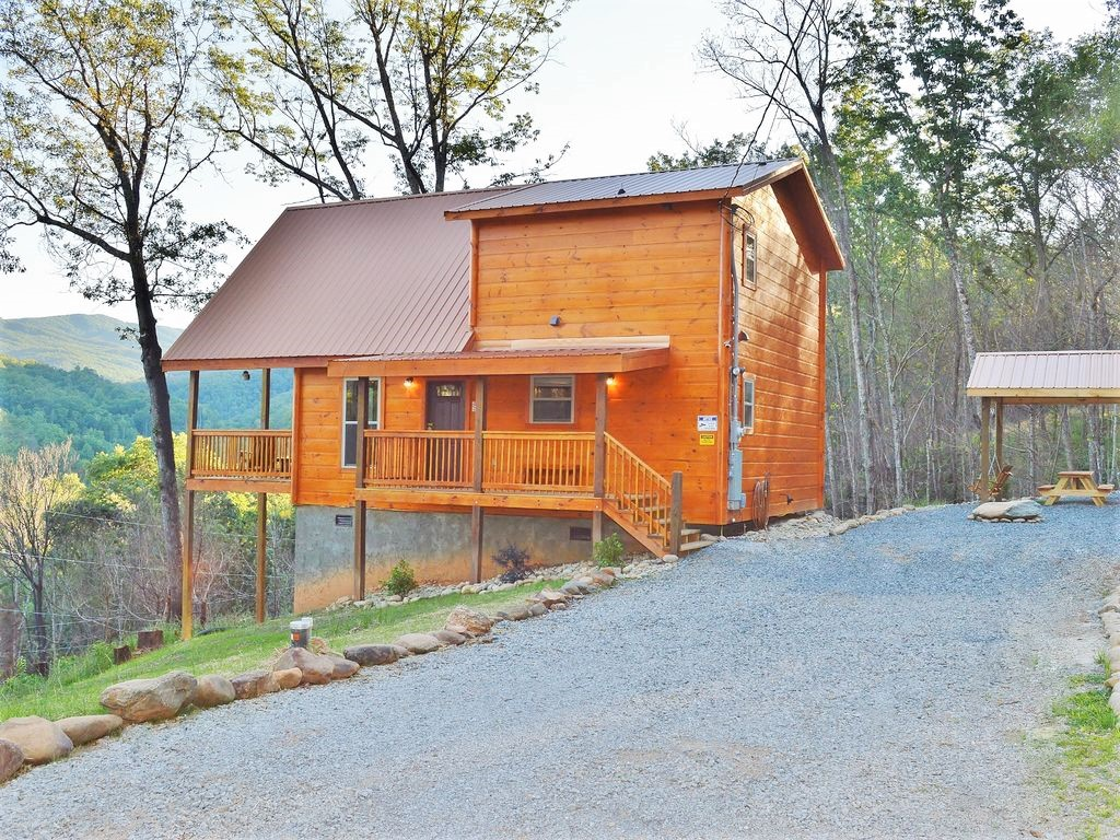 Stand alone newly built cabin in Gatlinburg!