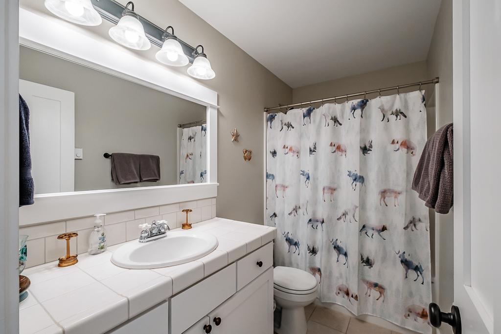 Third floor shared bathroom.