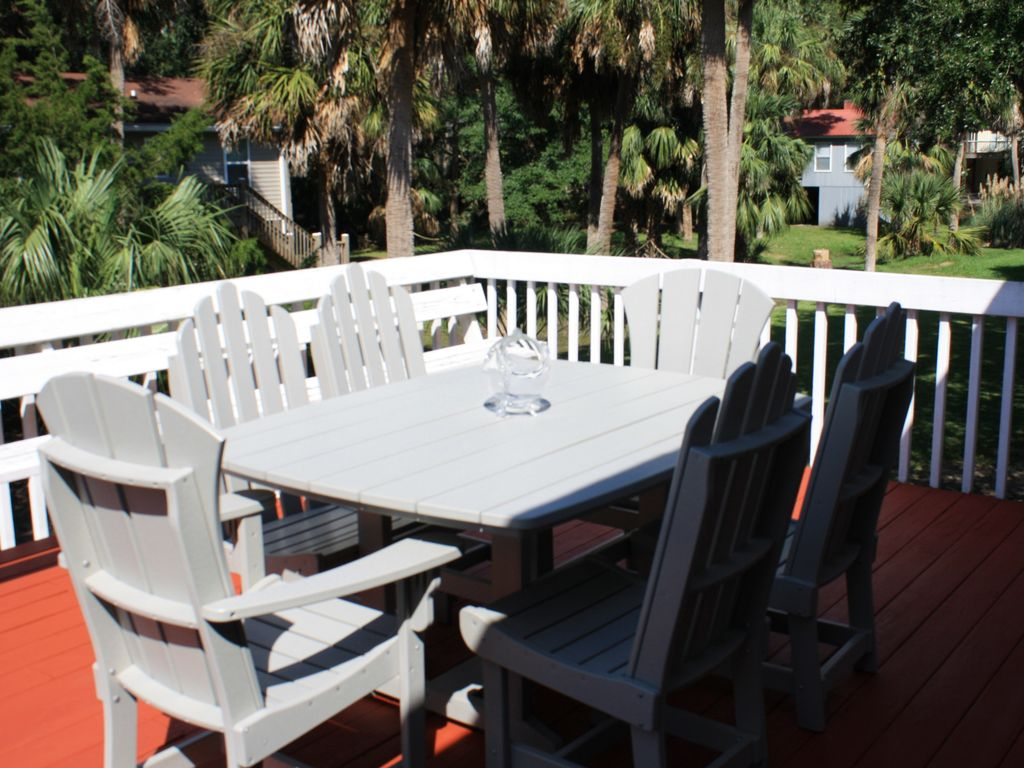 back sun porch with table and six chairs