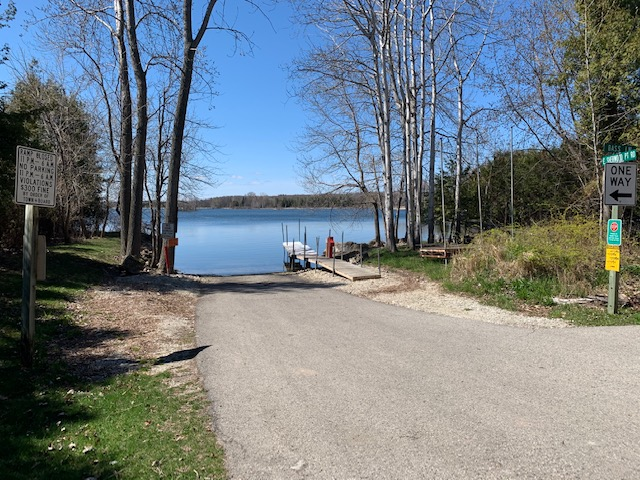 Free public boat launch 1 minute away straight south on the same street! Next to 4463 E Sherwood Pt Rd.