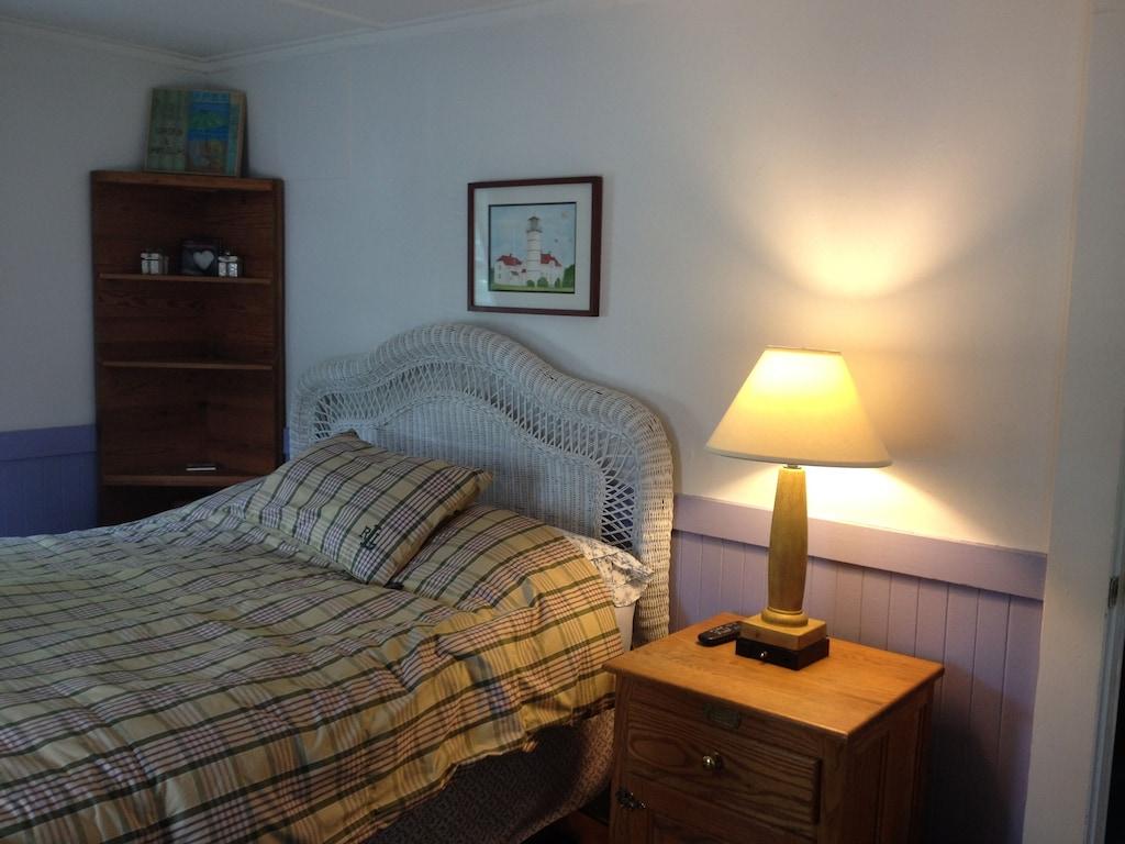 Queen Tempurpedic remote control adjustable bed