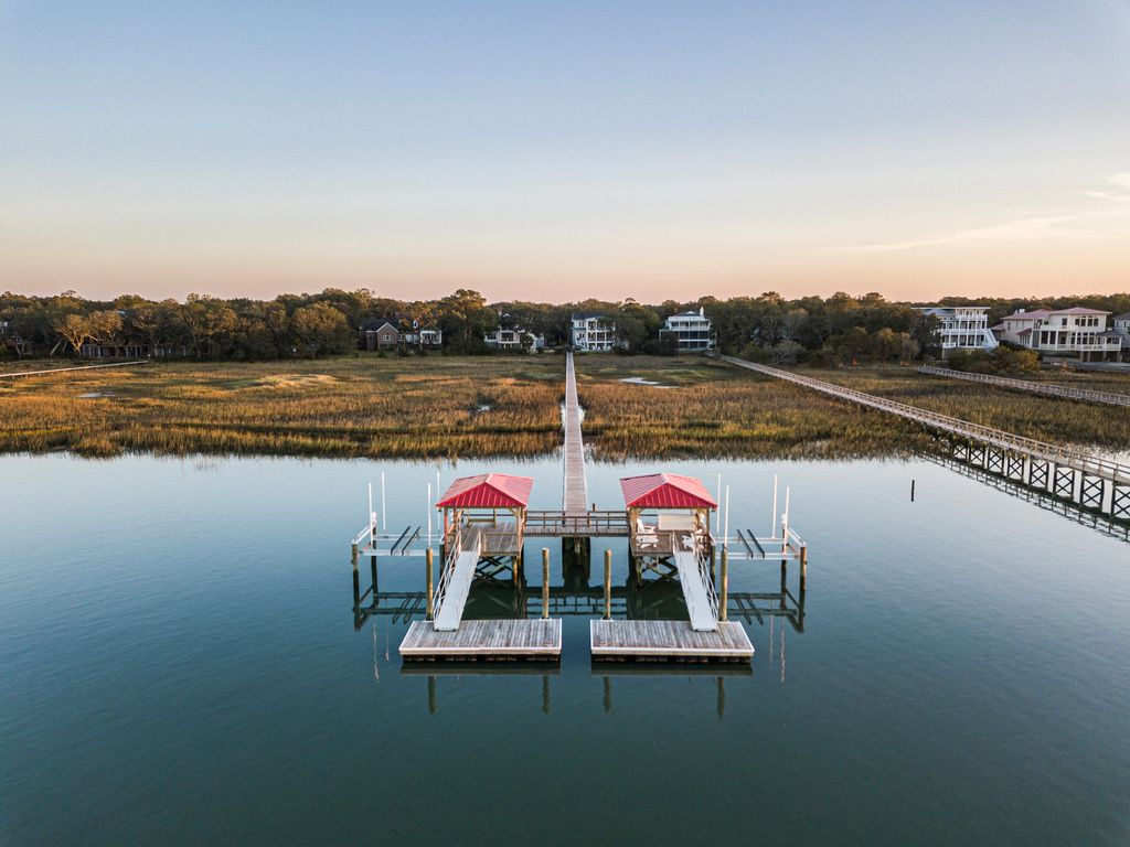 Private Dock- granite top bar with sink.  Amazing views and beautiful sunsets.