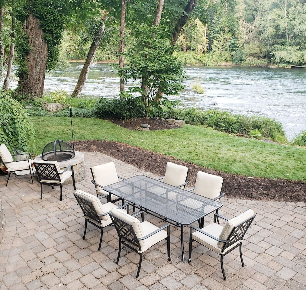 Patio seating for 8 with fire pit