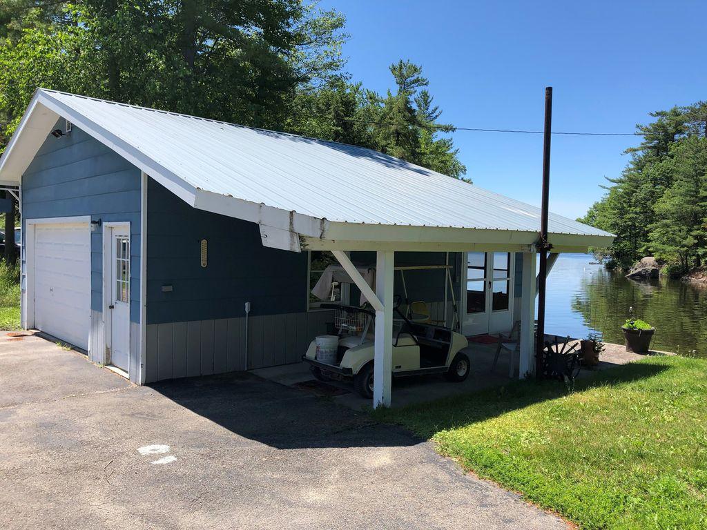 Garage w/ bunkhouse in rear
