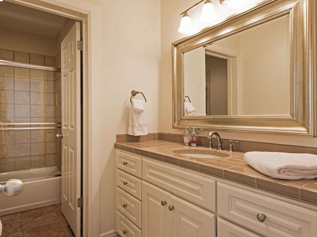 bathroom shared by bedrooms 1 and 2