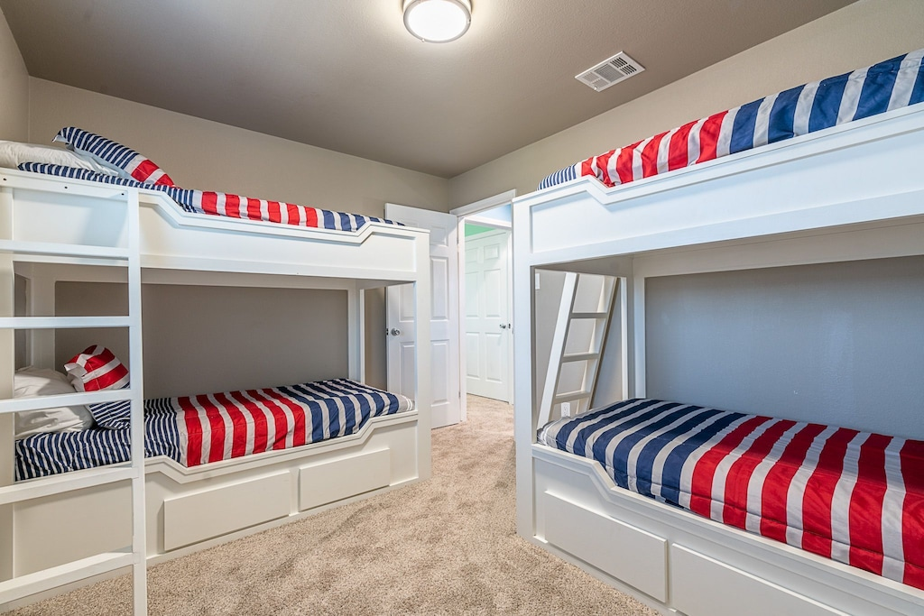 2 twin bunk beds
