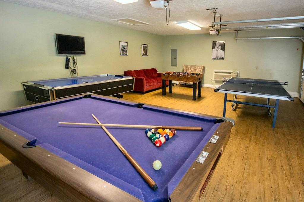 Game room!  Pool, air hockey, ping pong!