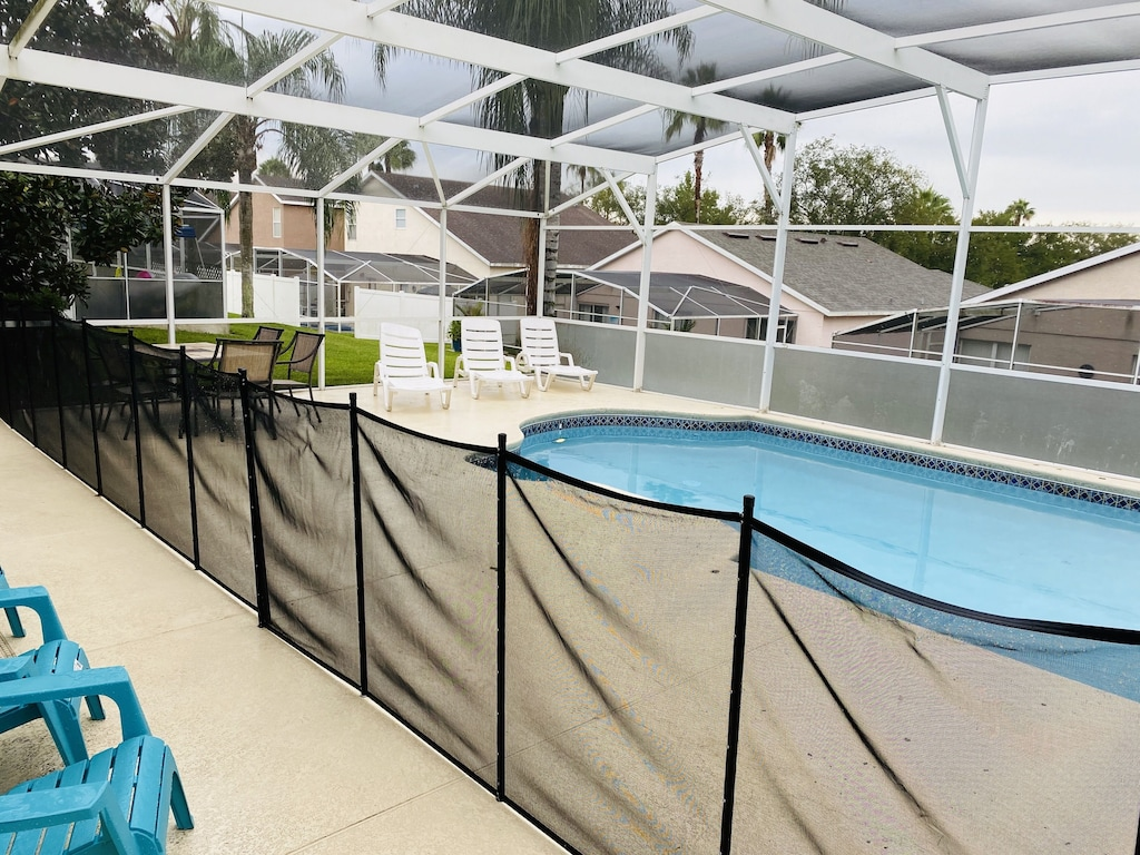 Private pool with child safety pool fence