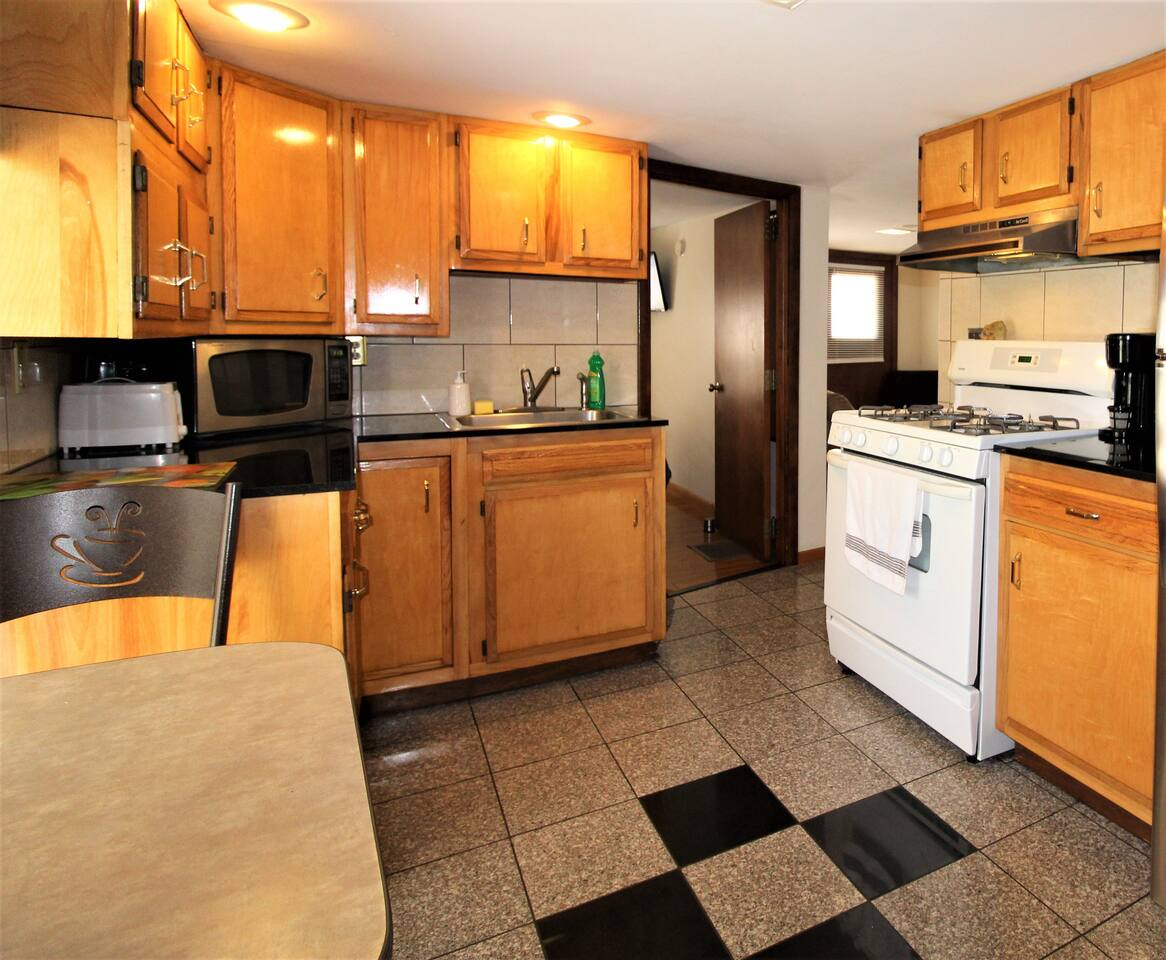 Modern eat-in kitchen with granite flooring and countertops.