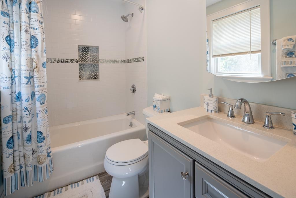 Smith Hollow Full Bathroom