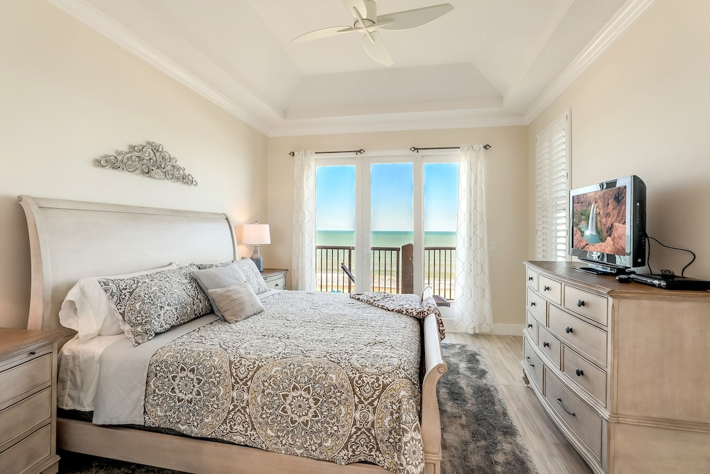 Luxurious Master Bedroom w an Amazing View!