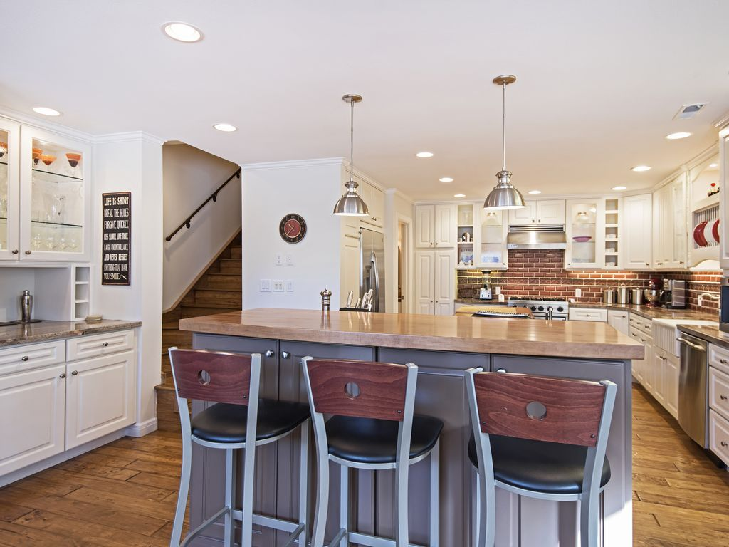 bar separating kitchen from living area