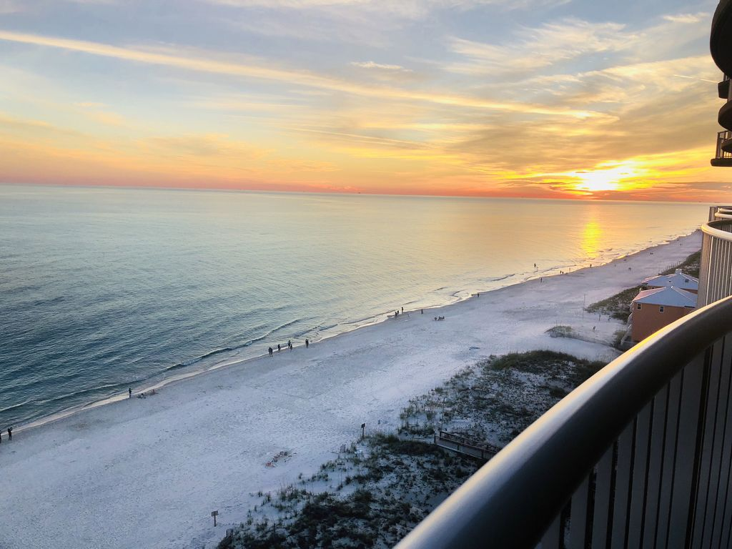 Panoramic views and magnificent sunsets on the balcony