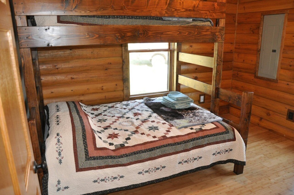 2nd BR with queen and twin beds