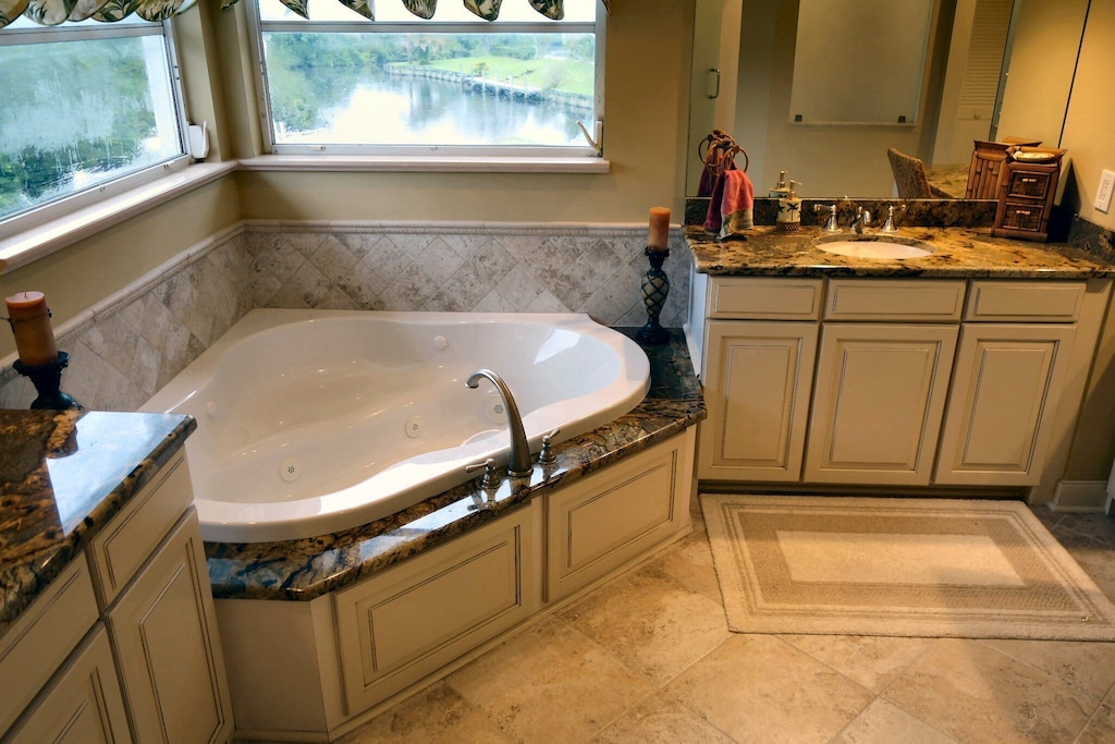Large luxurious master bathroom w/ jetted tub, multiple vanities, large shower and more