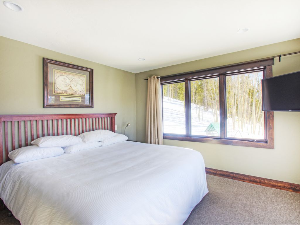 Master Bedroom #4 - Master Bedroom #4 with private bath and sunset mountain views. Hi def Tv.