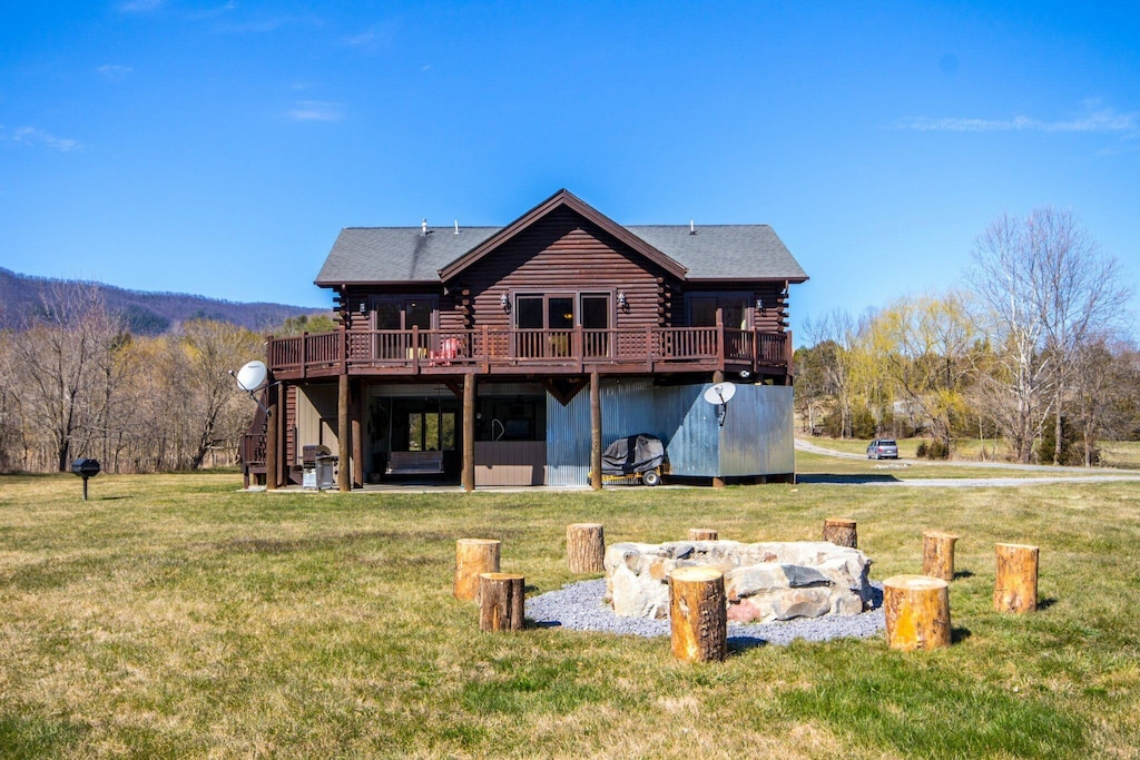 Large purpose-built vacation cabin on the river with a huge yard