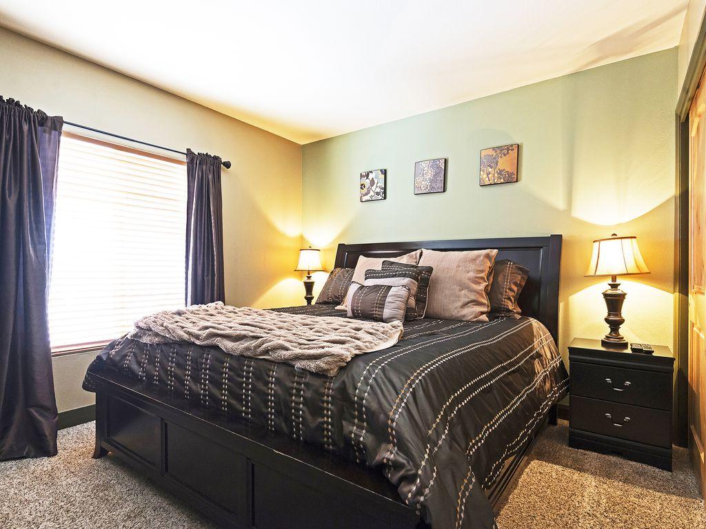 Master bedroom - King size bed, ensuite bath