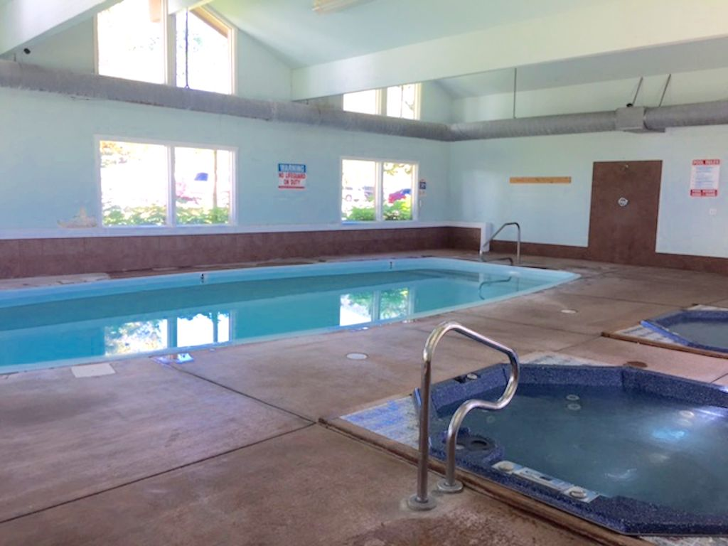 Indoor swimming pool & 2 hot tubs in the clubhouse