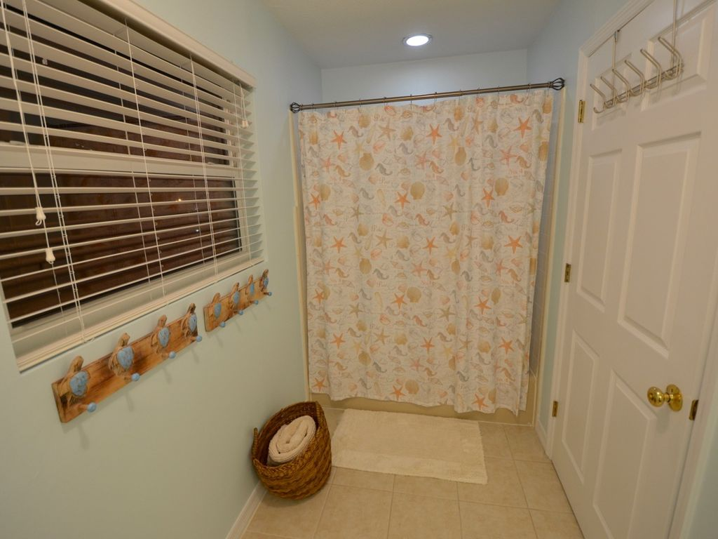 Plenty of wet towel storage and a shower/tub combo