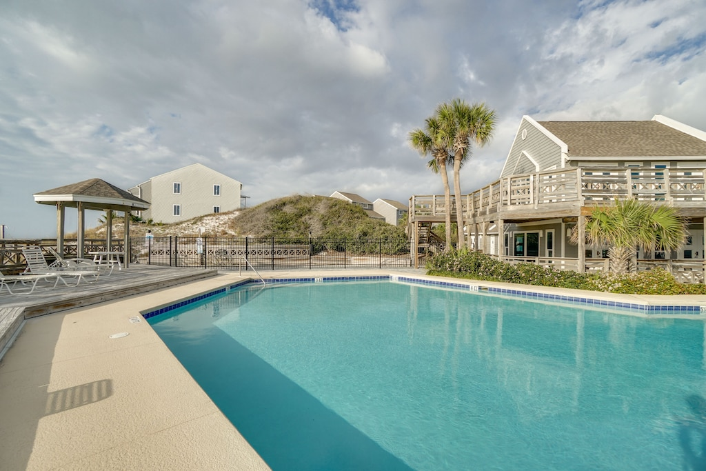 Gulf front pool and clubhouse
