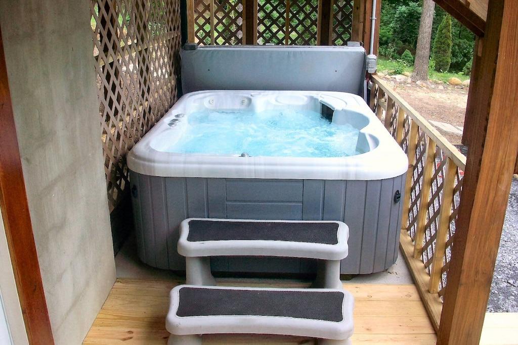 Hot, bubbly hot tub!