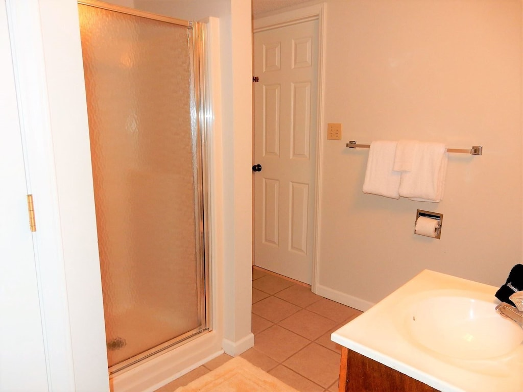 Lower level bath adjoins bedrooms, hall and laundry room