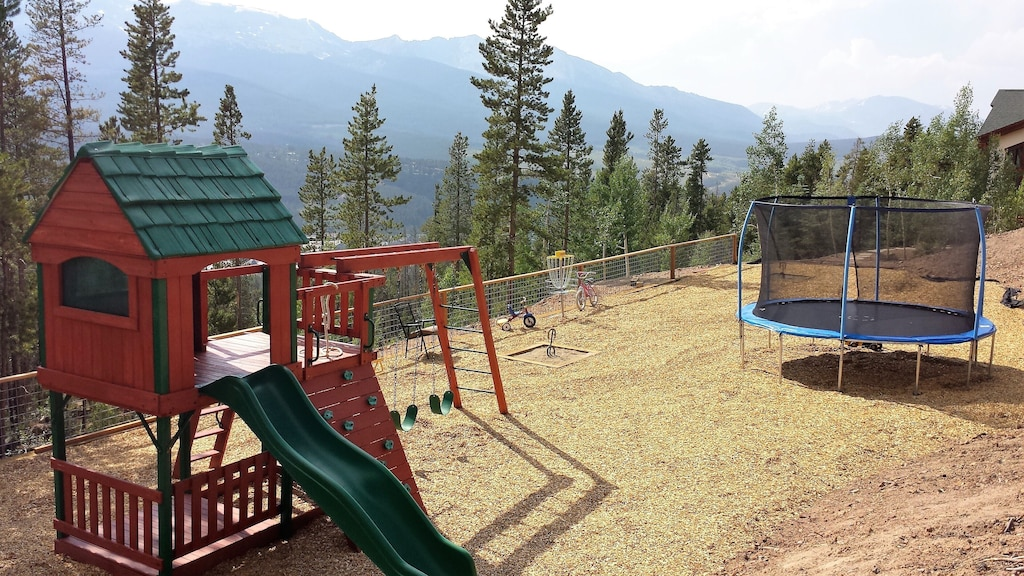 Playground - Trampoline, swing set, slide, horse shoe, and cornhole