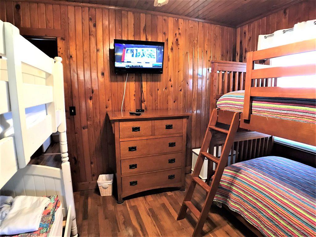 Bunk bedroom #4 with flat screen tv