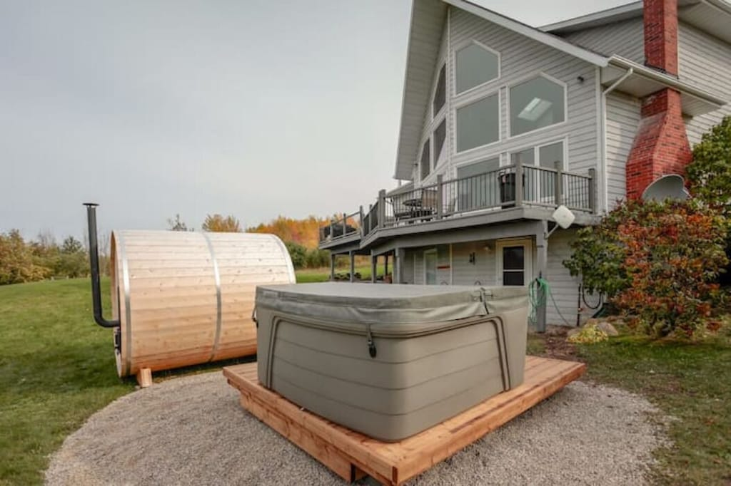 Hot Tub and Sauna for your enjoyment