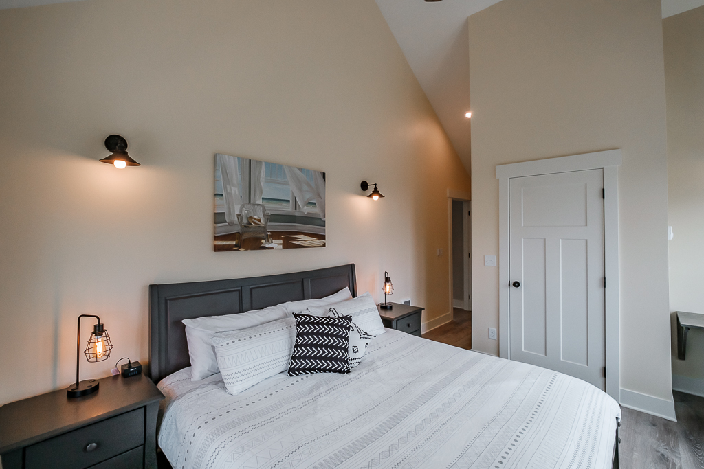Enjoy high ceilings and breathe deep. You are at the coast!