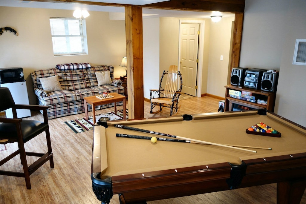 Large game room with new pool table