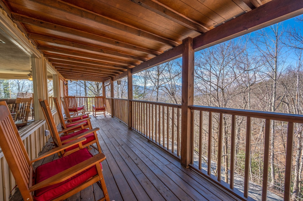 Happy Trails - Covered Deck